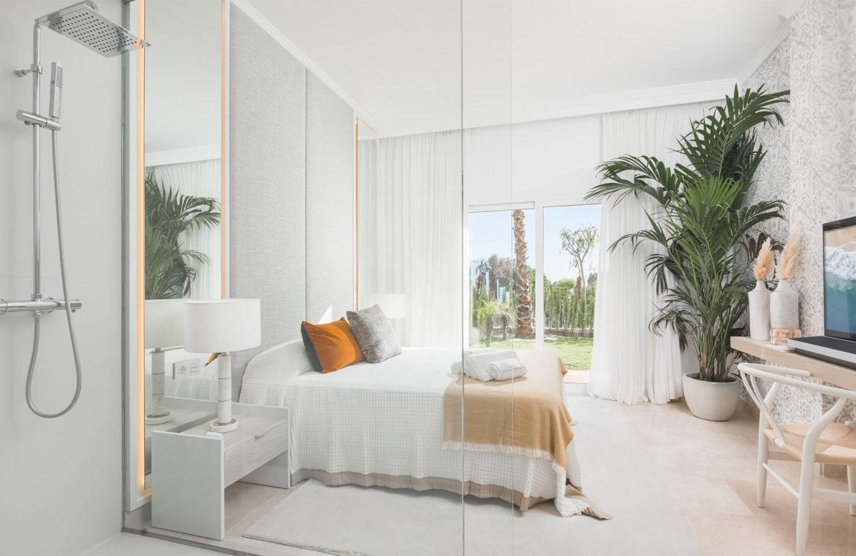 paraiso pueblo benahavis new golden mile marbella estepona vernieuwde appartementen te koop resort concierge zee golf slaapkamer