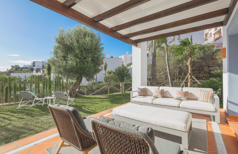 paraiso pueblo benahavis new golden mile marbella estepona vernieuwde appartementen te koop resort concierge zee golf terras