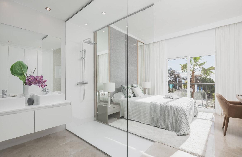 paraiso pueblo benahavis new golden mile marbella estepona vernieuwde penthouse te koop resort concierge zee golf badkamer