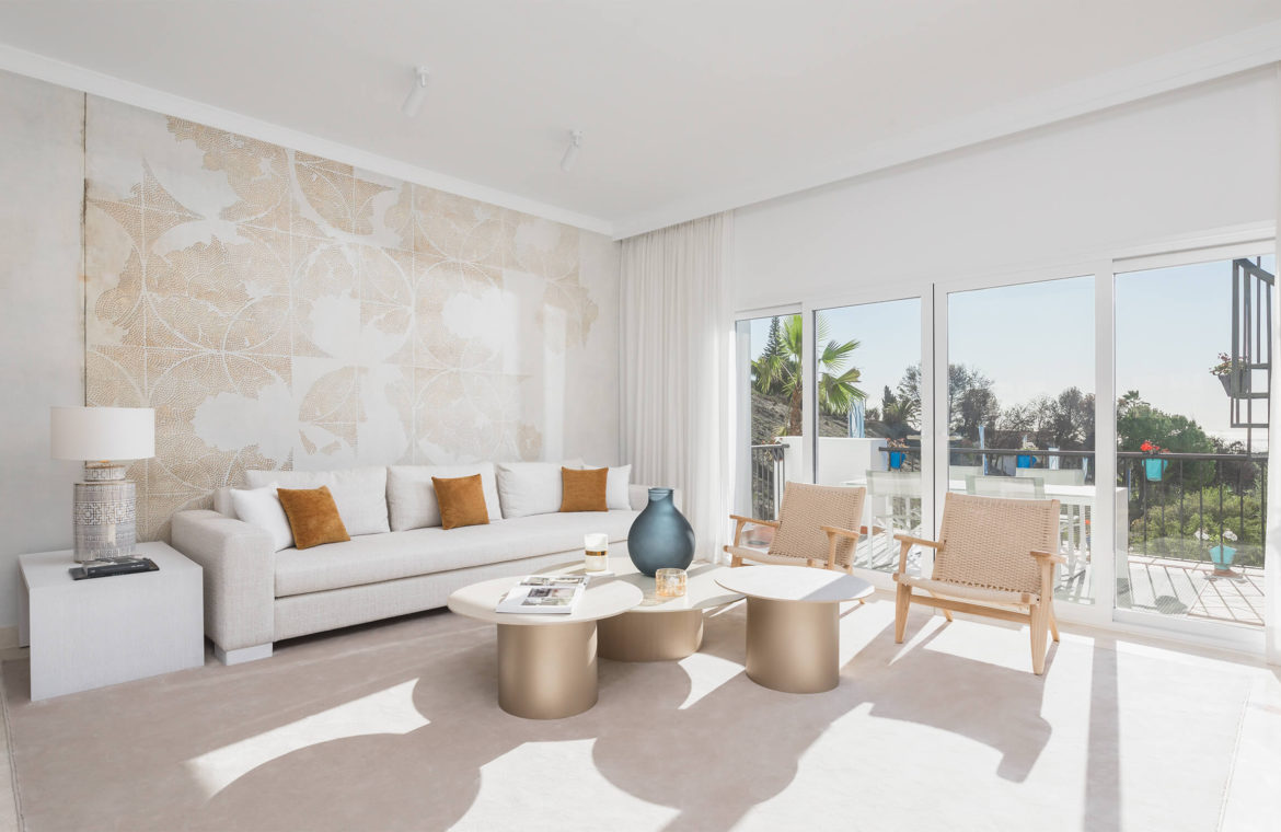 paraiso pueblo benahavis new golden mile marbella estepona vernieuwde penthouse te koop resort concierge zee golf living