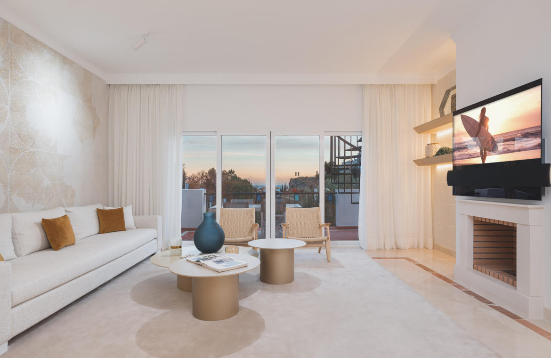 paraiso pueblo benahavis new golden mile marbella estepona vernieuwde penthouse te koop resort concierge zee golf zeezicht