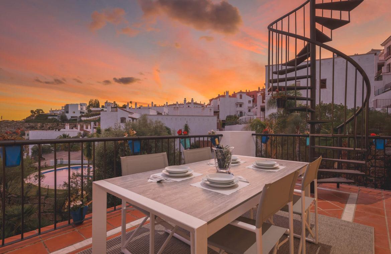 paraiso pueblo benahavis new golden mile marbella estepona vernieuwde penthouse te koop resort concierge zee golf zicht