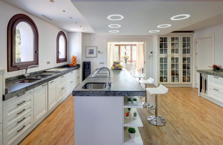 rio verde marbella villa te koop wandelafstand puerto banus prijsdaling koopje keuken