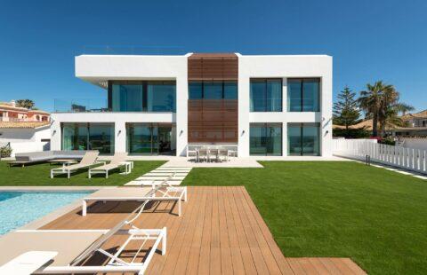 Villa Imare: uitzonderlijke eerstelijns zee nieuwbouw villa - Estepona