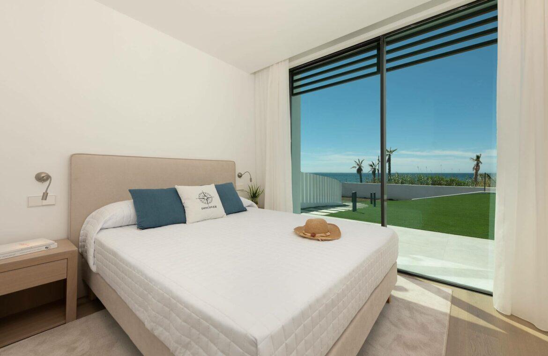 villa imare new golden mile estepona costa del sol spanje eerstelijns zee strand nieuwbouw villa bed