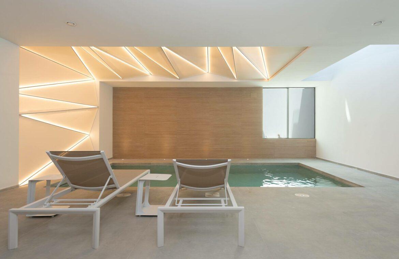 villa imare new golden mile estepona costa del sol spanje eerstelijns zee strand nieuwbouw villa binnenzwembad