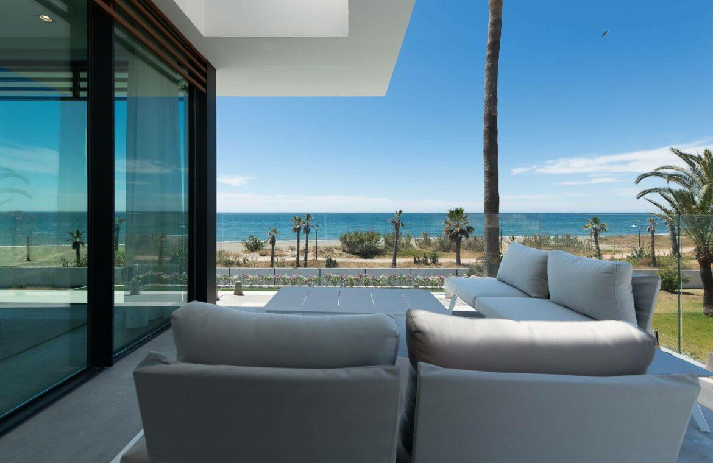 villa imare new golden mile estepona costa del sol spanje eerstelijns zee strand nieuwbouw villa grondplan terras
