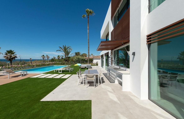 villa imare new golden mile estepona costa del sol spanje eerstelijns zee strand nieuwbouw villa grondplan tuin