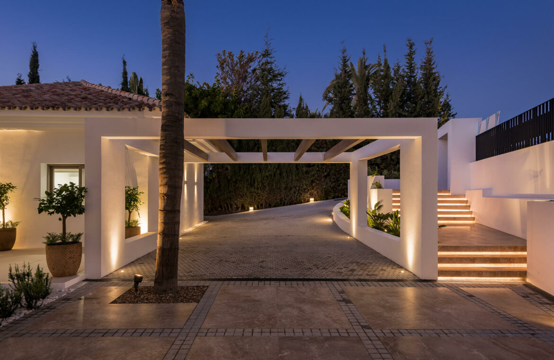 casa chequers el paraiso estate villaroel modern klassiek villa costa del sol spanje avond