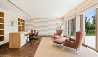 casa chequers el paraiso estate villaroel modern klassiek villa costa del sol spanje bar