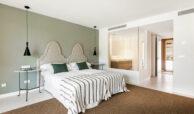casa chequers el paraiso estate villaroel modern klassiek villa costa del sol spanje bed