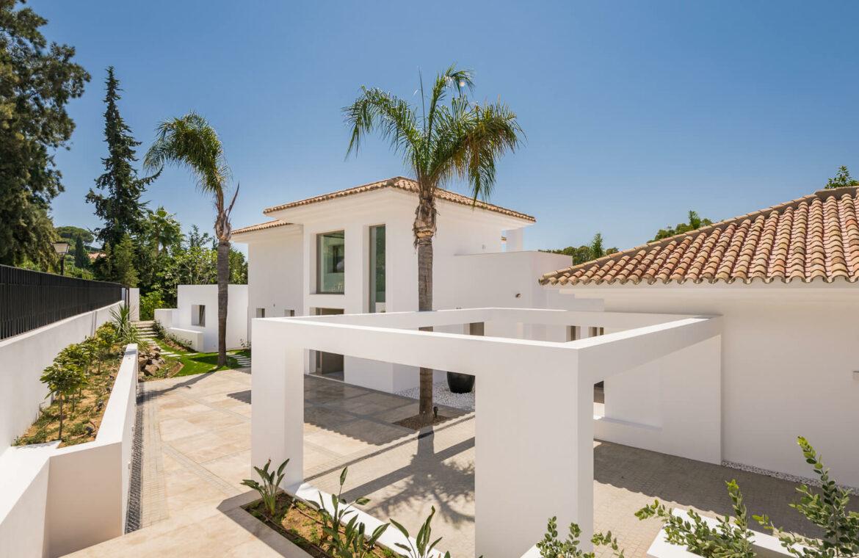 casa chequers el paraiso estate villaroel modern klassiek villa costa del sol spanje carport