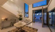 casa chequers el paraiso estate villaroel modern klassiek villa costa del sol spanje entree