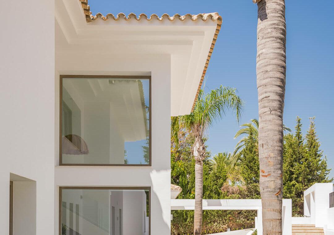 casa chequers el paraiso estate villaroel modern klassiek villa costa del sol spanje gevel