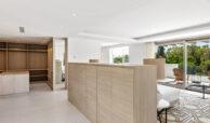 casa chequers el paraiso estate villaroel modern klassiek villa costa del sol spanje master bed