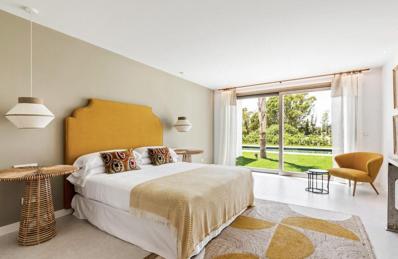 casa chequers el paraiso estate villaroel modern klassiek villa costa del sol spanje slaapkamer