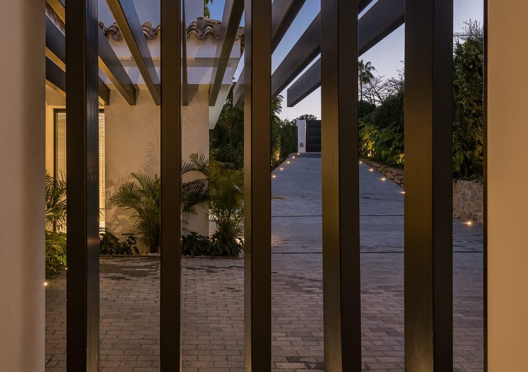 casa liceo nueva andalucia marbella costa del sol golf spanje villa voordeur