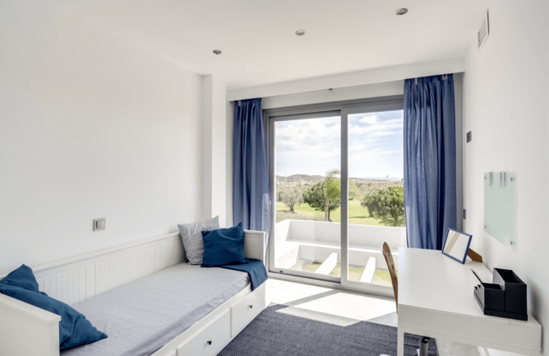 La Quinta de Cerrado villa nieuwbouw La Cala Mijas Costa del Sol Spanje te koop Vamoz golf zeezicht slaapkamer