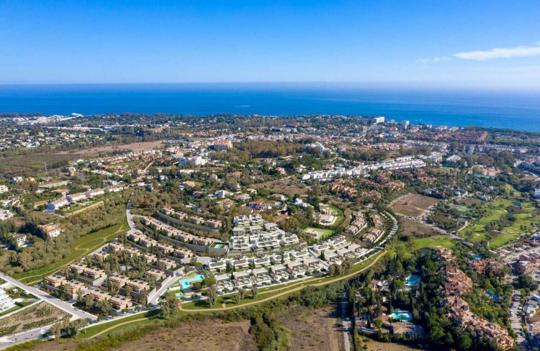 serene atalaya golf estepona costa del sol huis kopen nieuwbouw zeezicht wandelafstand locatie