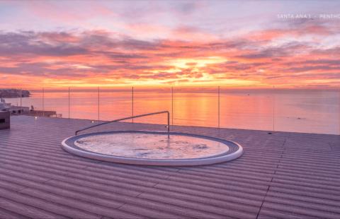 Santa Ana: eerstelijns zee penthouse in het centrum van Estepona