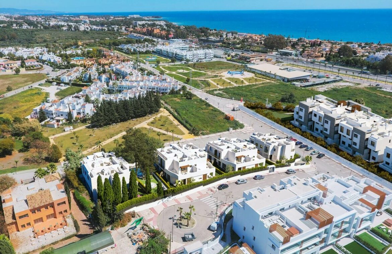 los miradores del sol cancelada estepona spanje vamoz marbella townhouse huis te koop wandelafstand zee nieuwbouw ligging